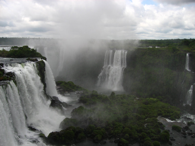 the national park iguacu falls Wildlife is ample in the natural rain forest of iguazu falls it's located on the border of argentina and brazil the iguazu river has the most fascinating waterfalls in the world, 270 to be.